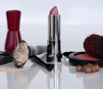 cosmetics-1367782_640